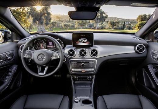 Mercedes-Benz GLA 180 (seit 2017) Armaturenbrett