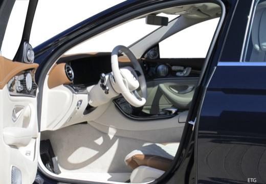 Mercedes-Benz E 220 d 4Matic 9G-TRONIC (seit 2016) Innenraum