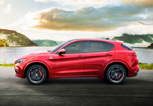 Alfa Romeo Stelvio 2.0 Turbo 16V AT8-Q4 (seit 2017) Seite links