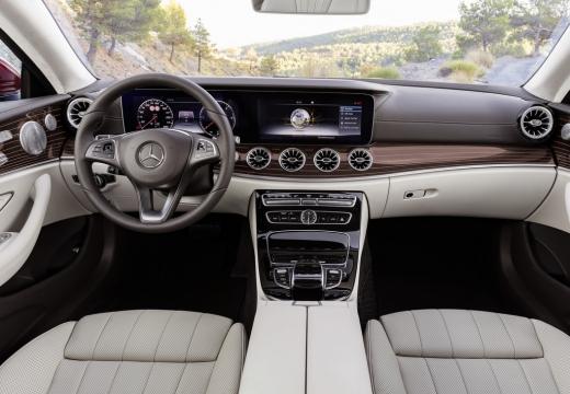 Mercedes-Benz E 200 Coupe 9G-TRONIC (seit 2016) Armaturenbrett