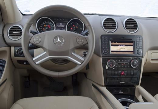 Mercedes-Benz ML 350 4Matic 7G-TRONIC (2008-2011) Armaturenbrett